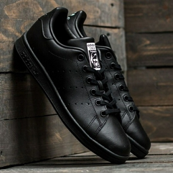 online store 50854 10f4b Adidas Stan Smith Black Lace Sneakers